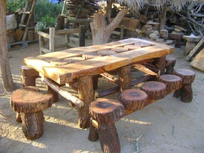 Redecora tu jard n utilizando troncos de madera muebles for Mesas de troncos de arboles